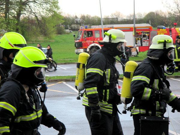Feuerwehr mit schwerem Atemschutz | Bild: Daniel Schneider