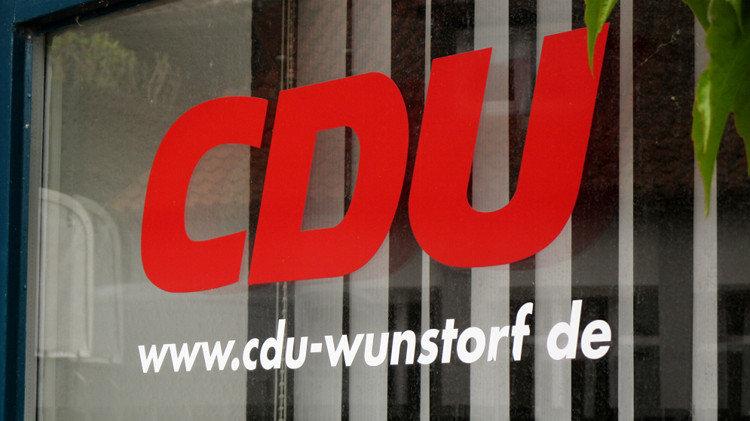 Fensterscheibe der CDU-Parteizentrale in Wunstorf | Bild: Daniel Schneider