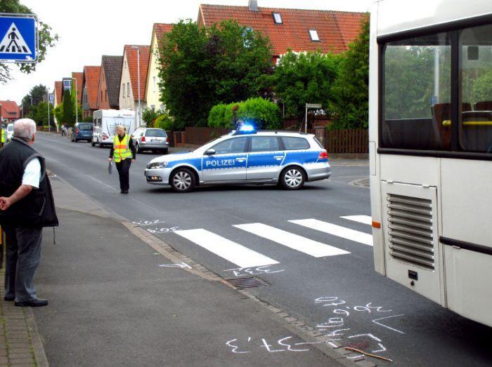 Der polizeiliche Verkehrsunfalldienst ermittelt Unfallhergang und Schuldfrage | Bild: Daniel Schneider