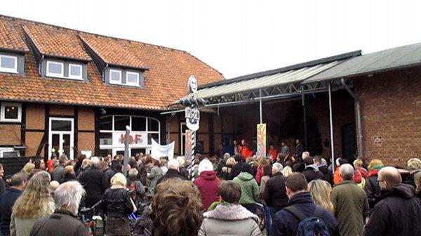Demonstration vor Küsters Hof | Bild: Daniel Schneider