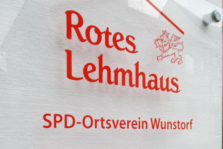 Rotes Lehmhaus