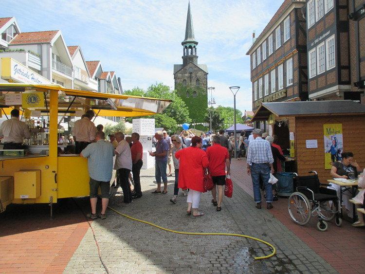 Matjesstände auf dem Marktplatz | Foto: Daniel Schneider