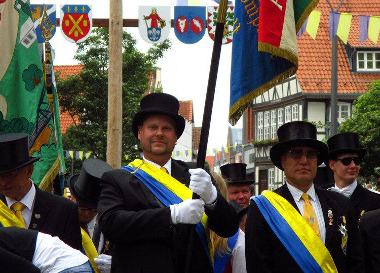 schuetzenfest 2016 fahnentraeger