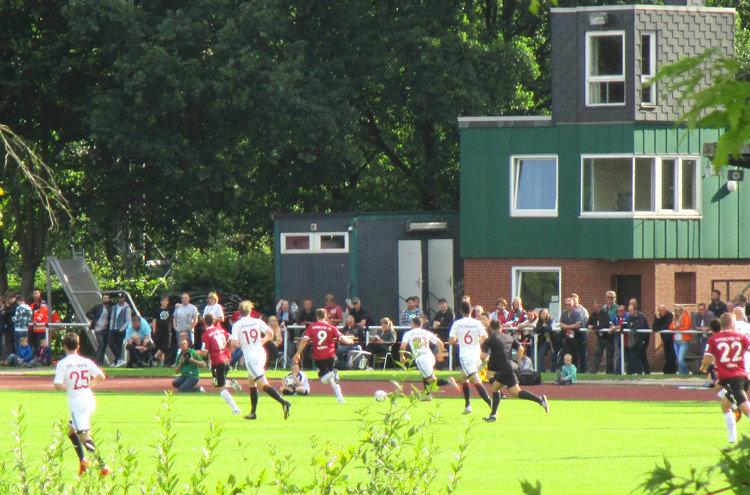 Die Mannschaften im Barnestadion
