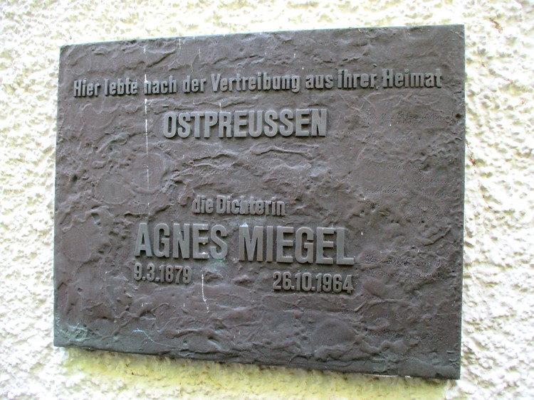 Am Agnes-Miegel-Haus angebrachte Gedenktafel | Foto: Daniel Schneider
