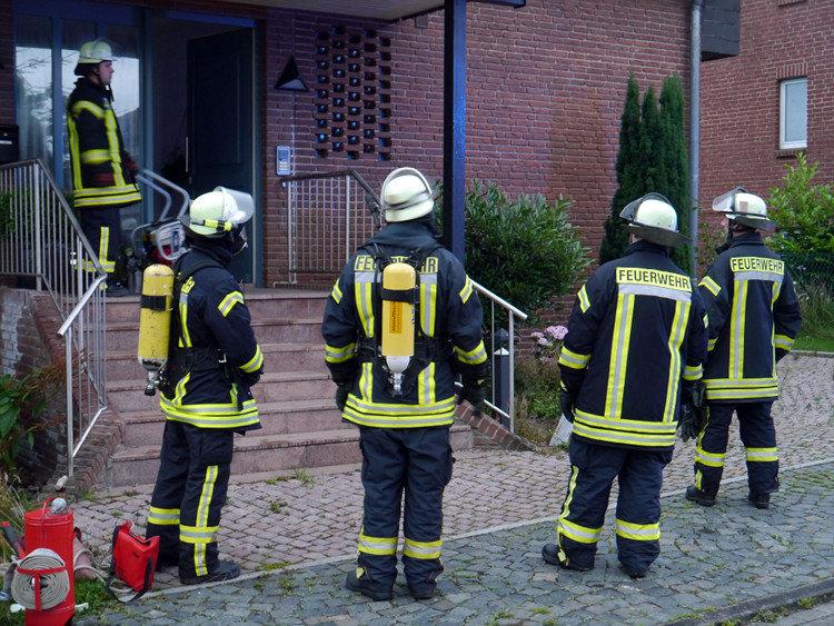 Bad Nenndorfer Feuerwehr vor dem betroffenen Haus | Foto: Feuerwehr