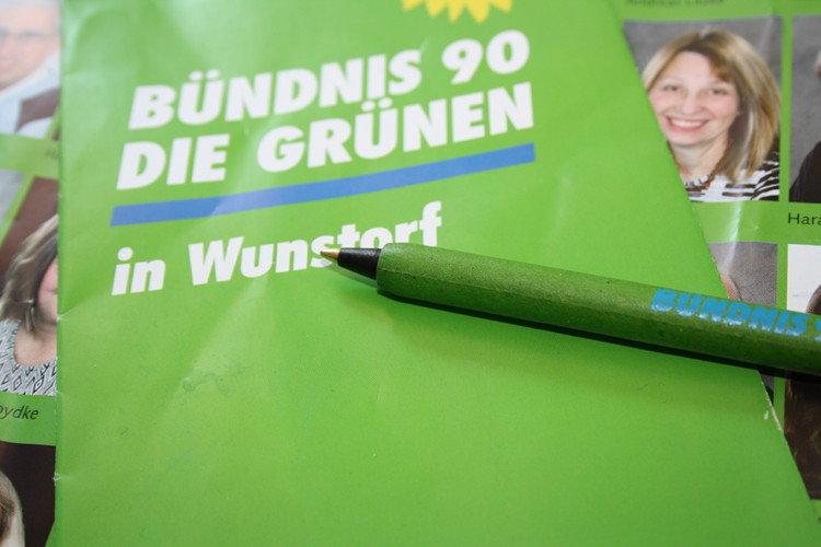Grüne Kugelschreiber aus Presspappe | Foto: Daniel Schneider