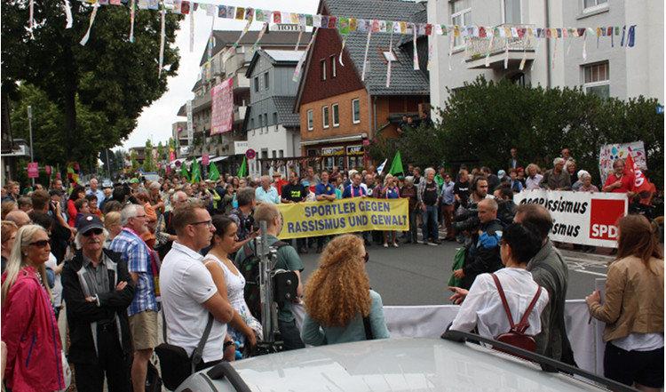 Volle Straße vor dem Winckler-Bad | Foto: Daniel Schneider