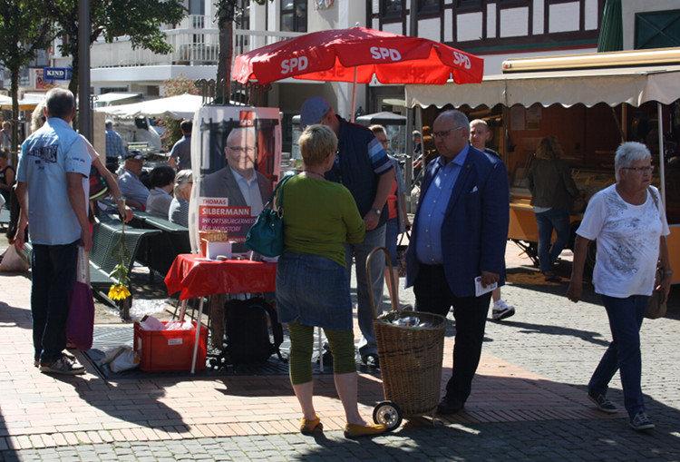 Wunstorfs Ortsbürgermeister im Gespräch | Foto: Daniel Schneider