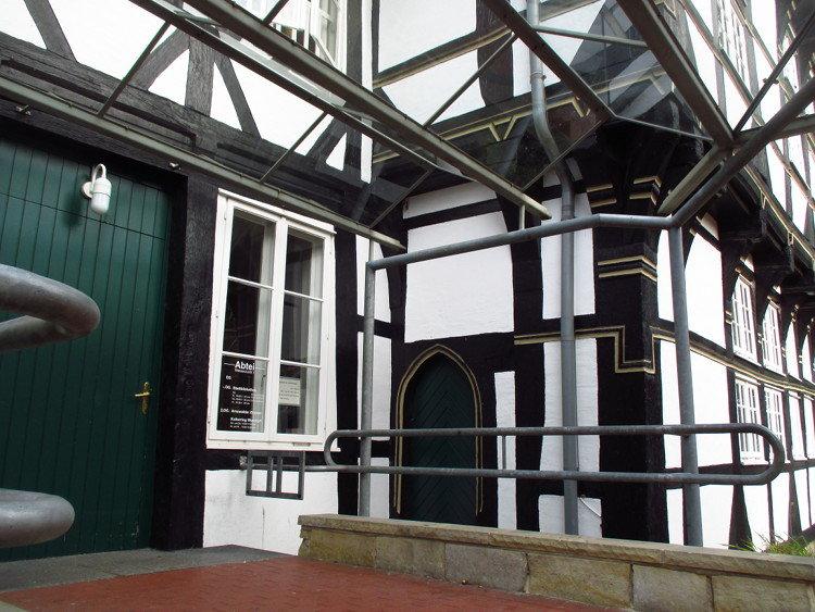 Eingang zur Stadtbibliothek in der Abtei