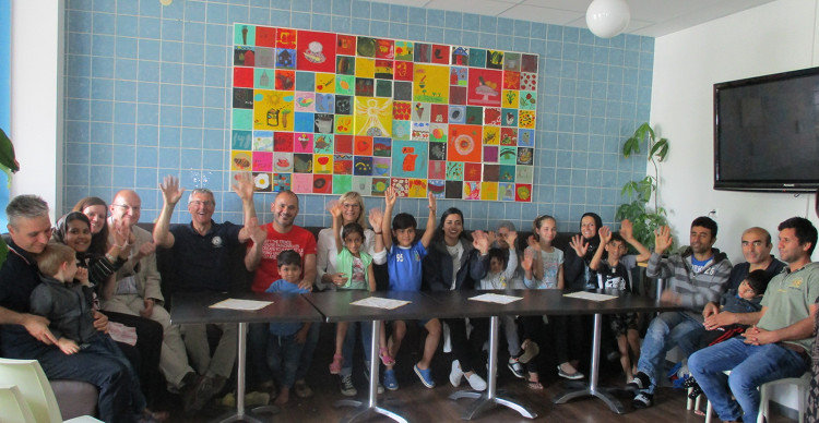 Kunstschule Wunstorf gestaltet Kunstwerk mit Gästen des Johanniter-Wohnheims im Café der Kulturen anlässlich des Weltflüchtlingstags | Foto:  Die Johanniter OV Wunstorf-Steinhuder Meer