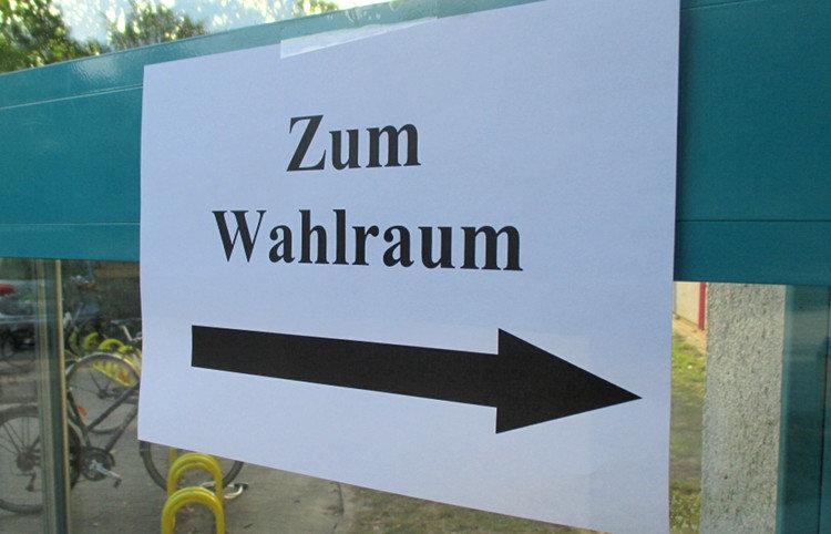 Hinweiszettel an einem Wunstorfer Wahllokal | Foto: Daniel Schneider