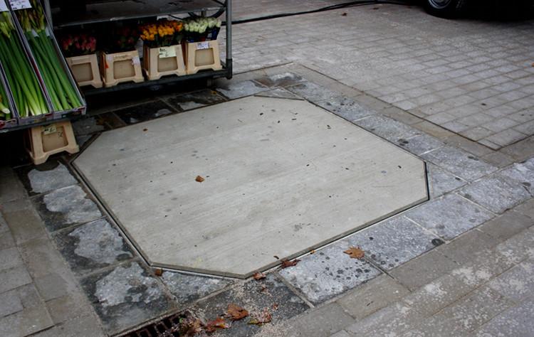 Noch mehr freie Fläche zur Verfügung: Anstelle des Brunnens befindet sich nun eine Abdeckung in der Platzmitte. | Foto: Daniel Schneider