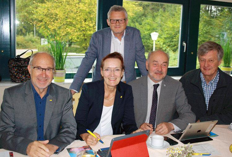 FDP-Fraktion in der Region (v.l.: Klaus Nagel, Christiane Hinze, Daniel Farnung, Gerhard Kier, Thomas Siekermann)   Foto: privat