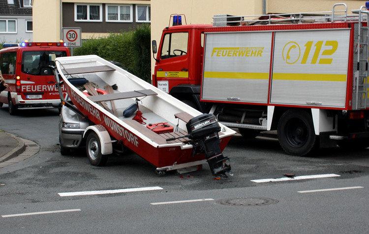 Feuerwehrboot auf Kleinwagen | Foto: Daniel Schneider