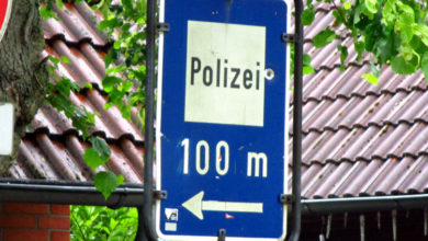 Photo of Exhibitionist zieht bei der Polizei blank
