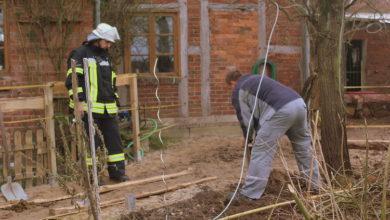 Bild von Gartenzaun aufgestellt – Gasleitung zerstört
