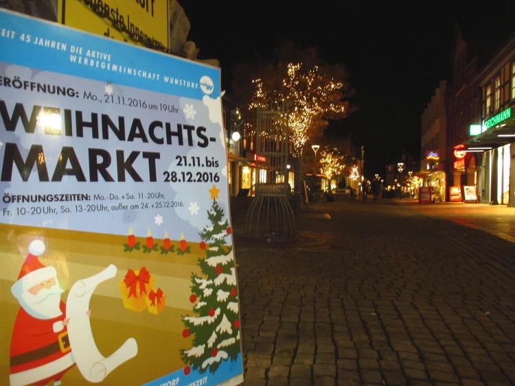 Am Ende der Fußgängerzone wartet der Weihnachtsmarkt | Foto: Daniel Schneider