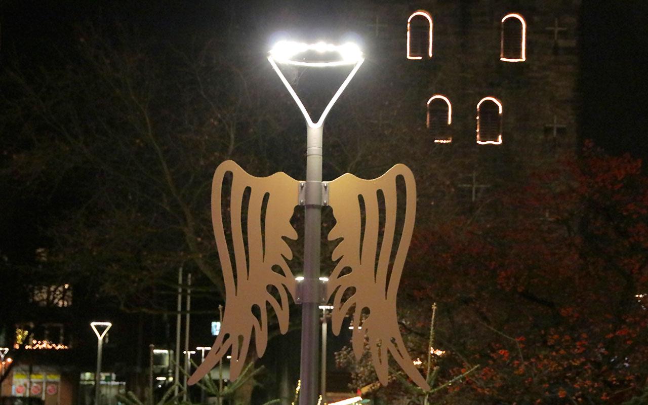 Die Engelsflügel unter der neuen Beleuchtung, umgesetzt nach einer Idee von Uwe Elsner, Vorsitzender der Werbegemeinschaft | Foto: Mirko Baschetti