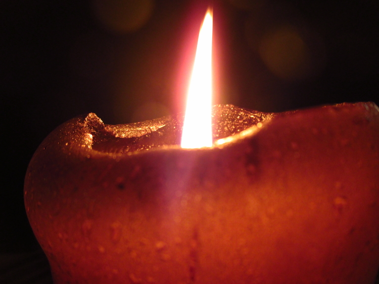 Besinnlich, aber auch gefährlich, besonders für Kleinkinder: brennende Kerze | Foto: Daniel Schneider