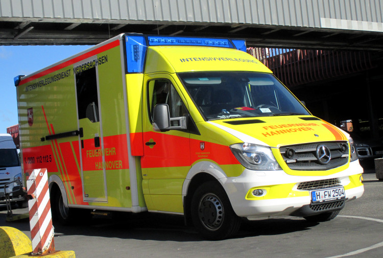 Krankenwagen der Feuerwehr Hannover vor der MHH (Symbolbild) | Foto: Daniel Schneider