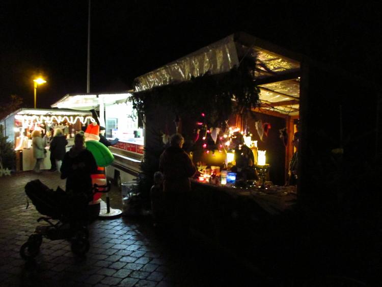 Buden auf dem Steinhuder Weihnachtsmarkt | Foto: Daniel Schneider