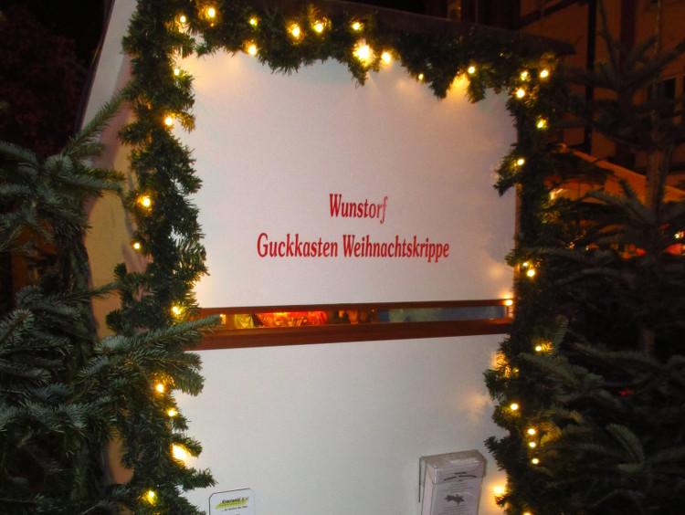 Die berühmte Guckkasten-Krippe am Rande des Weihnachtsmarktes mit der eigentlichen christlichen Botschaft | Foto: Daniel Schneider