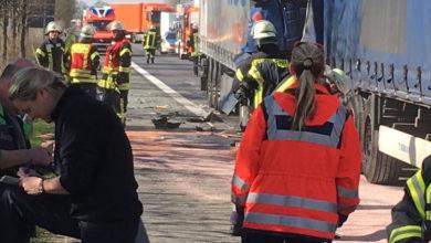 Bild von LKW-Fahrer retten Frau aus brennendem Auto
