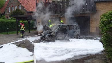 Bild von Auto brennt komplett aus