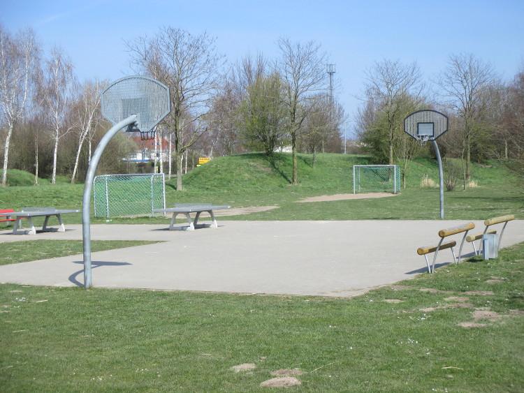 spielplatz basketballfeld