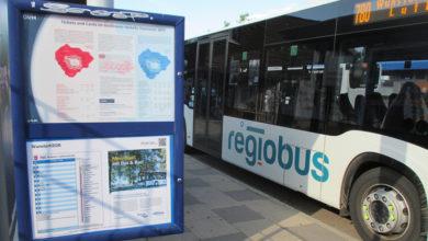 Regiobus an Haltestelle