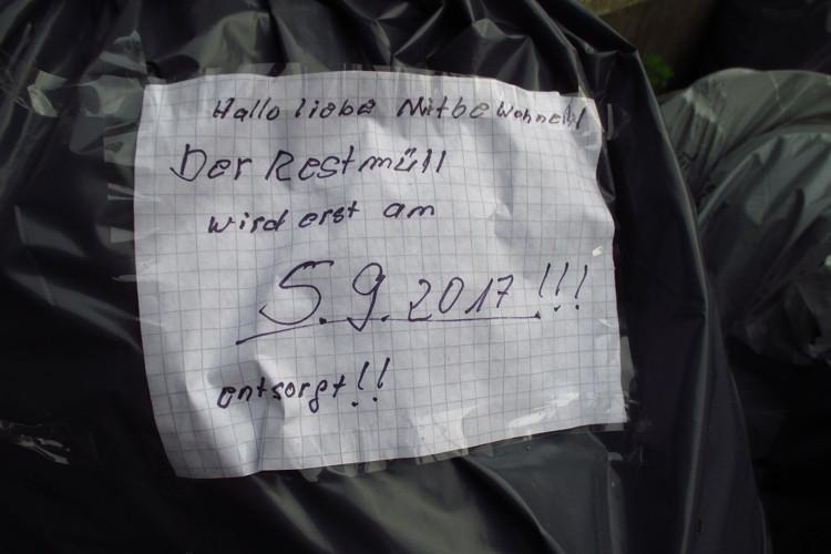 Nachbarschaftlicher Hinweis auf Müllsack
