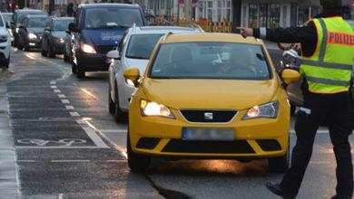 Bild von Polizei kontrolliert telefonierende Autofahrer