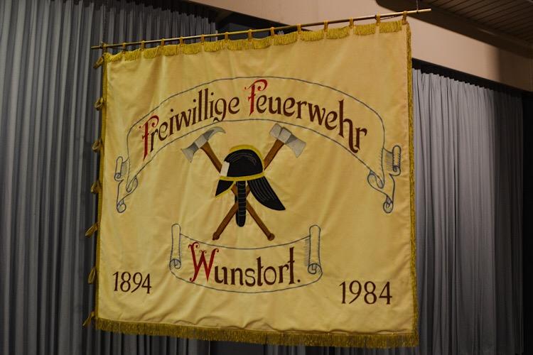 freiwillige Feuerwehr Flagge Symbolbild