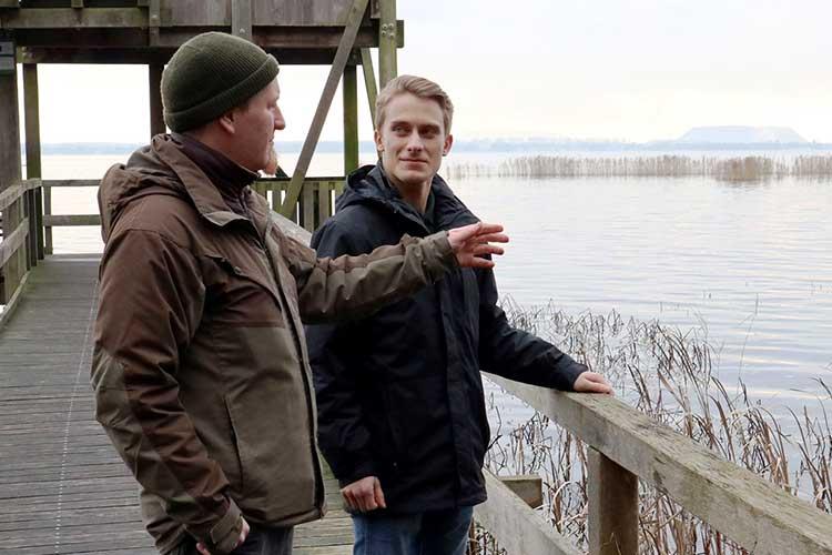 Unterwegs am Steinhuder Meer: Lukas Hahn begleitet Ranger Hendrik Holte bei seinen Touren