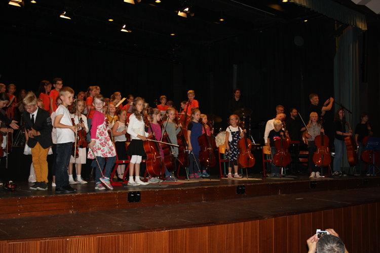 Mit Gästen und AG in Orchesterstärke