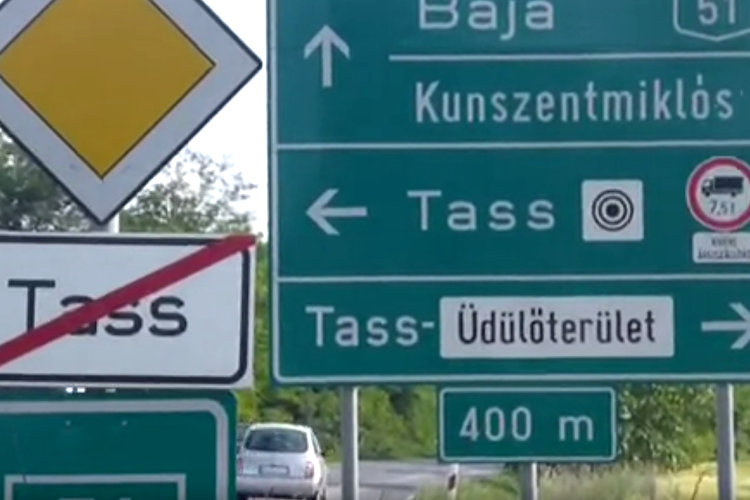 Straßenschild in Ungarn