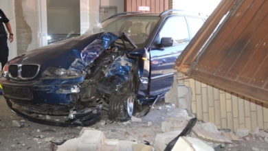 Photo of BMW-Fahrerin demoliert Bad Nenndorfer Kurhaus