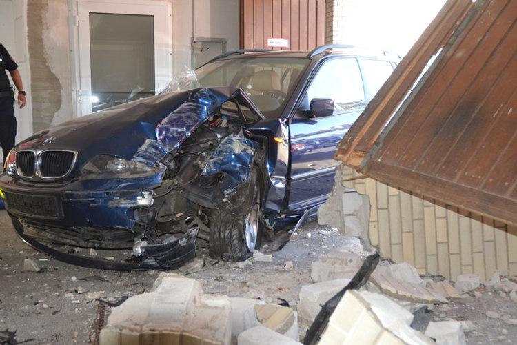 Photo of BMW-Fahrerin demoliert Bad Nenndorfer Kurhaus