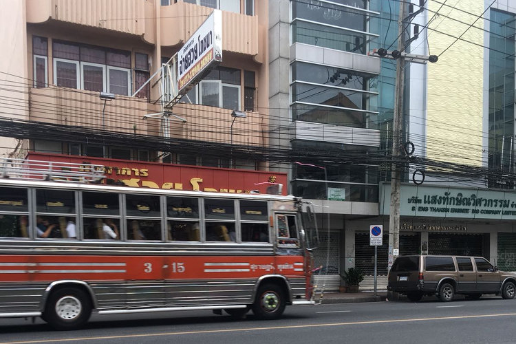 Thailändischer Bus