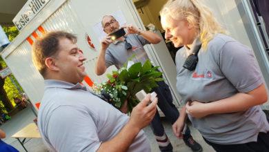 Bild von Überraschender Heiratsantrag während des Sanitätsdienstes