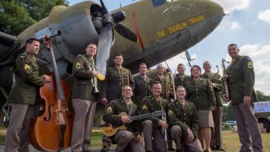 Bild von Big Band der U.S. Air Forces in Europe spielt vor der Stadtkirche