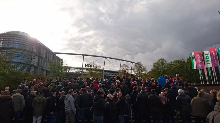 Wolken über Hannover-96-Stadion