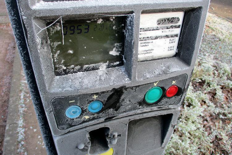 Eingefrorener Parkscheinautomat