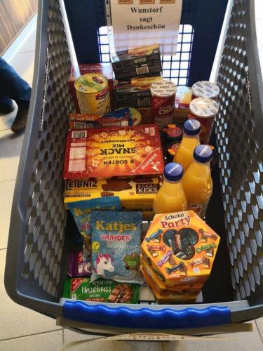 Mit Lebensmitteln gefüllter Einkaufswagen1