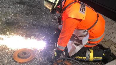 Bild von Feuerwehr macht sich mit PKW-Technik vertraut
