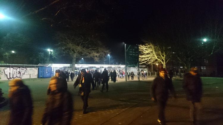 Hannover-96-Fans vor Stadion