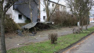 Bild von Sturm deckt Hausdach ab