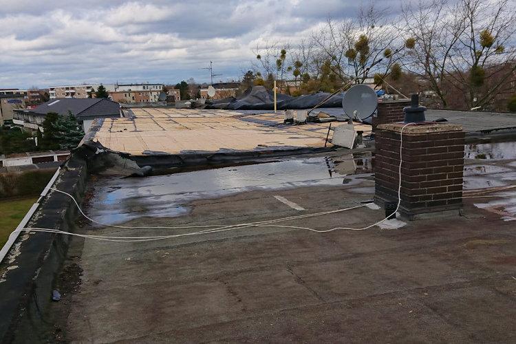 Der Großteil des Daches ist abgedeckt