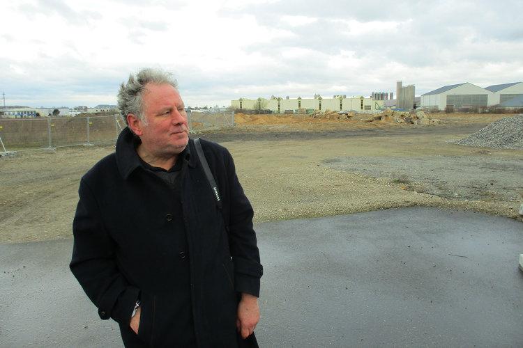 Rüdiger Hergt vor ehemaligem Fulgurit-Gelände